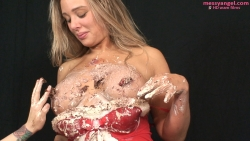 babestation_beth_sploshing_020