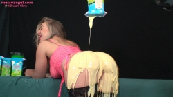 babestation_beth_messy_sploshing_show_005.jpg