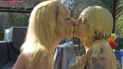 custard_kissing_girls_007.jpg