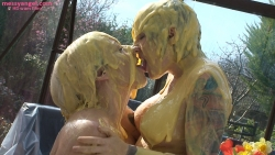 custard_kissing_girls_009.jpg