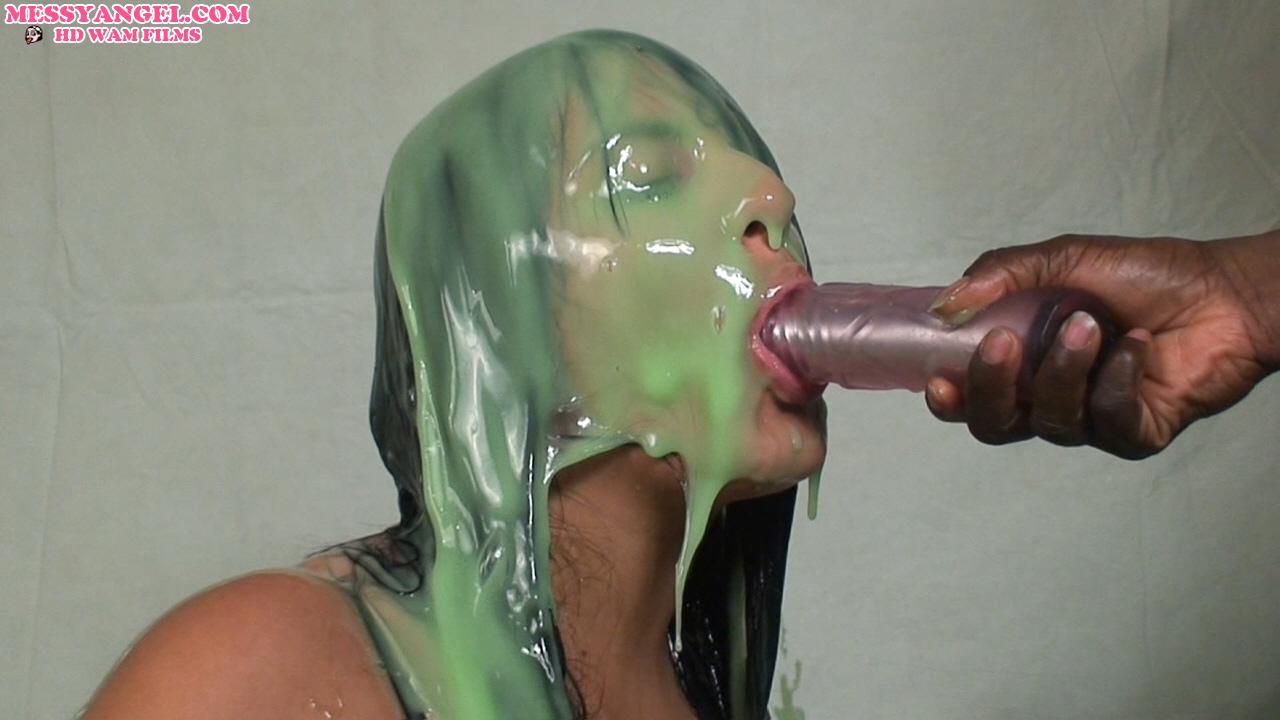 jazmine_naked_dildo_green_slime_007