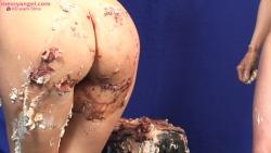 cake_sitting_girls_007.jpg