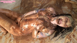 sploshing_girl_messyangel_012