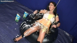 girl_in_splosh_peril_005