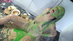 sexy_girl_sploshing_in_kitchen_014