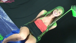 girl_covered_in_green_slime_002