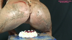 splosh_school_cake_sitting_014