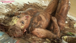 shay_hendrix_messy_christmas_013